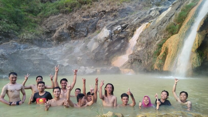 Berendam di Air Panas, Danau Segara Anak, Rinjani (©Dokumentasi Pribadi Fika Indriani/Palawa Unpad)